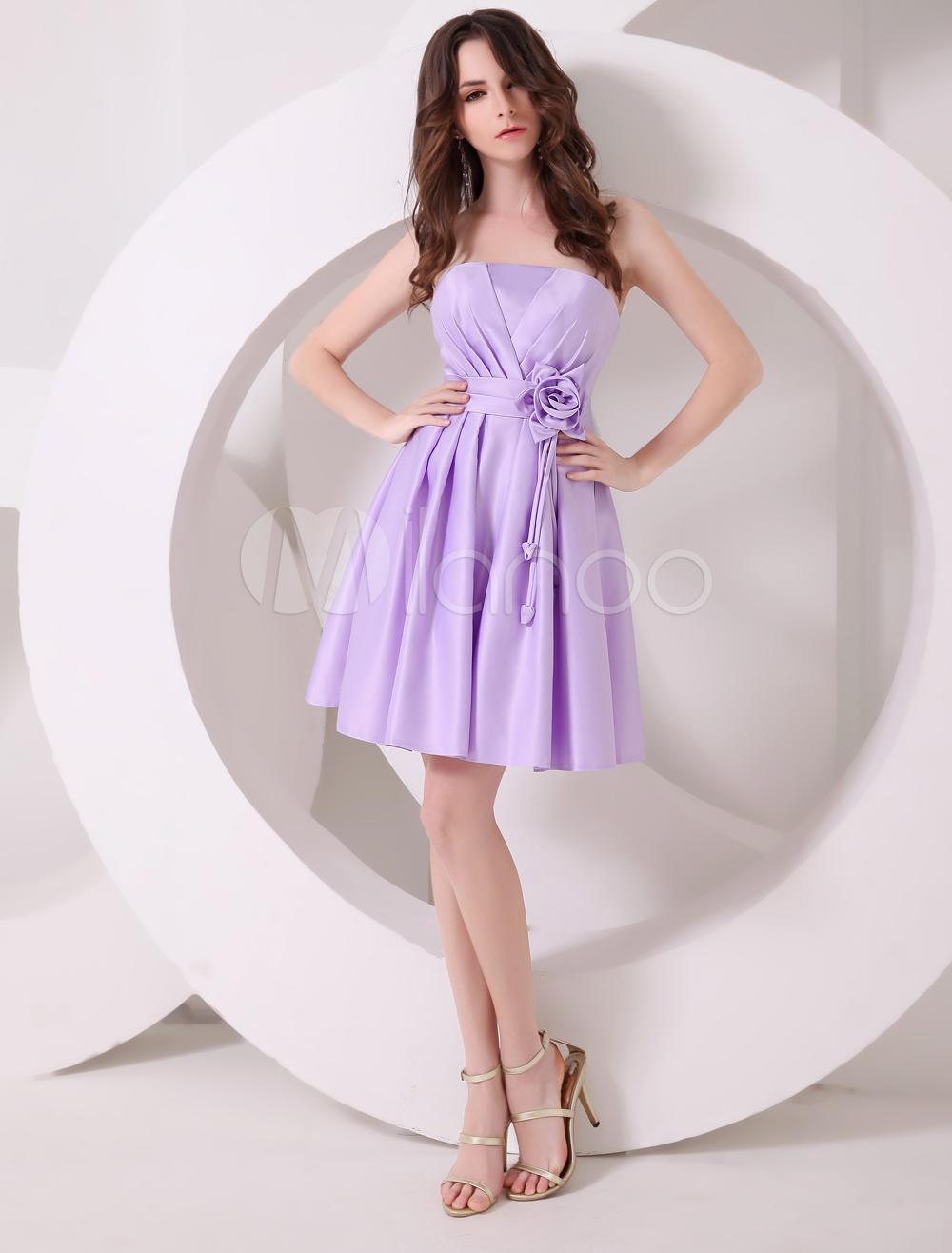 Vestido de cóctel de satén de color lavanda sin tirantes con flor de ...