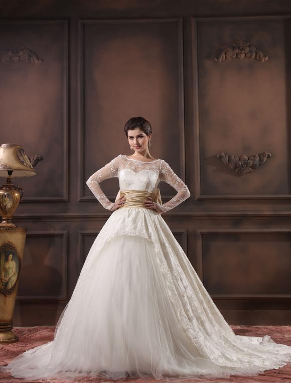 Vestido de novia de color marfil con encaje y cinturón de manga ...