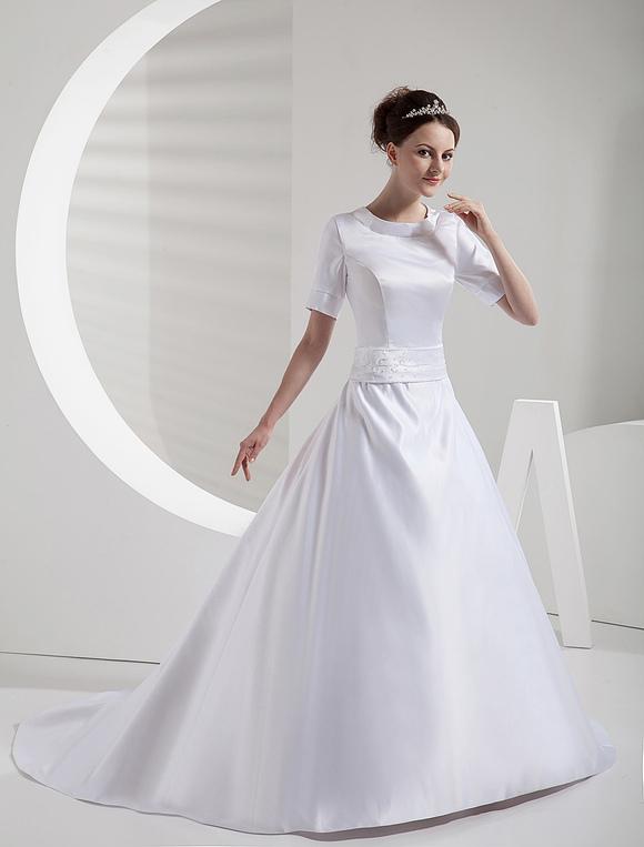 elegante vestido de novia con cuello redondo de estilo clásico