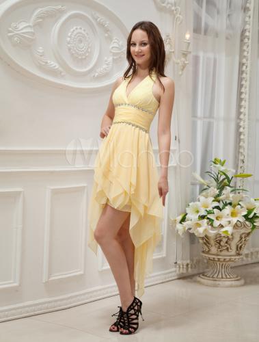 Gelbes Kleid aus Chiffon mit Halter und unsymmetrischem Saum ...