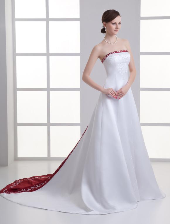 vestido de novia blanco de satén sin tirantes de cola larga