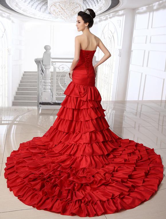 brand new f5eb9 10274 Abito da sposa rosso in taffett senza spalline con strascico a cattedrale