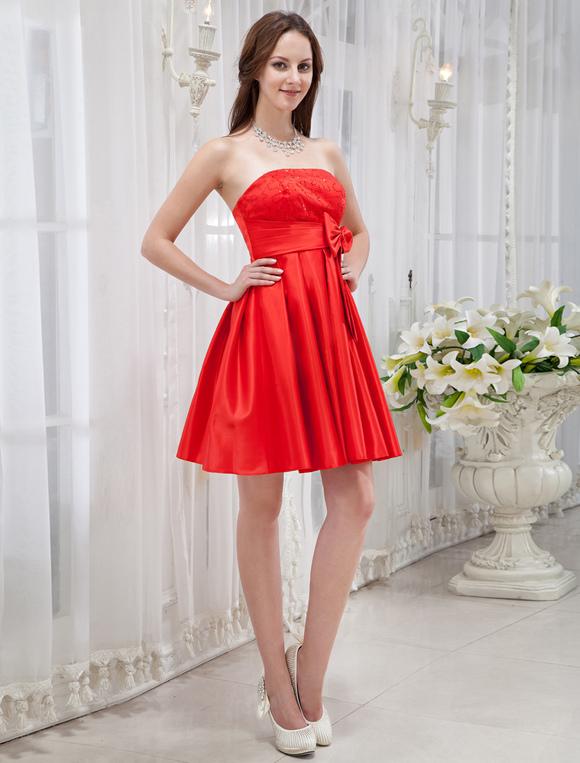 36a6de54f86 ... Платье на особые случаи A-силуэт без бретелек красное короткое из  атласа с бантом ...