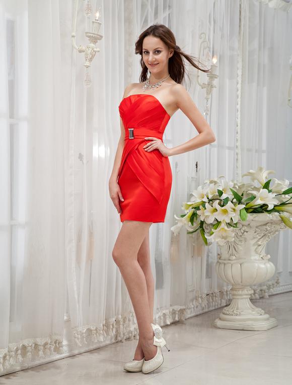 53075ea17e5 ... Платье на особые случаи облегающее без бретелек красное короткое из  атласа с искусственным бриллиантом -No ...
