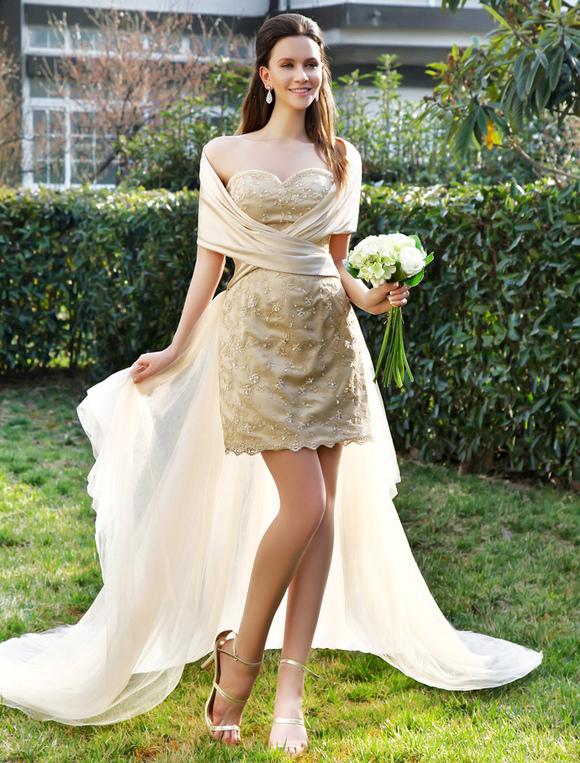 vestido de novia de tul de color champaña con escote de corazón