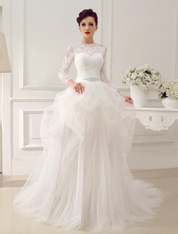Vestidos de novia con pedreria y cola larga
