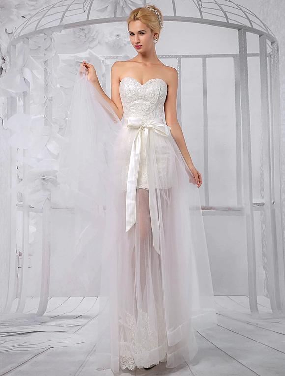 vestido de novia de encaje con escote en corazón de cola desmontable