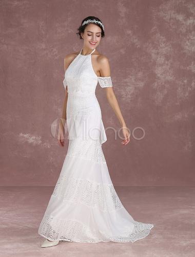 vestido de novia boho de silueta sirena con cola con escote halter