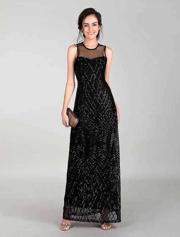 robe longue noir en tulle sans ornement col rond. Black Bedroom Furniture Sets. Home Design Ideas