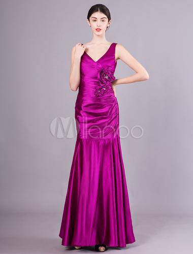 ... Vestito da Damigella D onore di Uvo Satin Elastico con Scollo a V Forma  Attillata ... 06103f718df