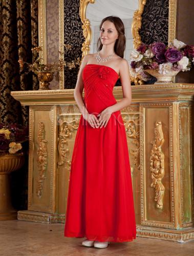 246d5e562ea4 Rotes langes Kleid aus Kunstseide mit Blumen-Applikationen