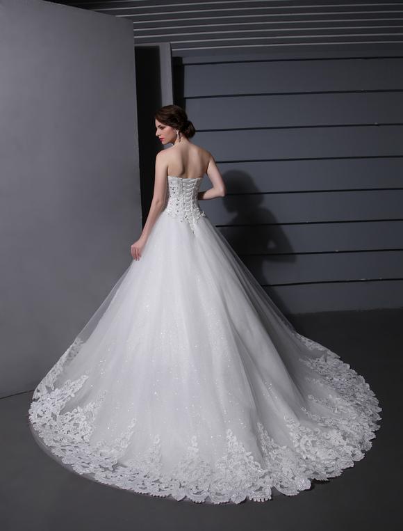 a5a4600e7 Vestido de novia de tul blanco con escote de corazón de cola larga ...