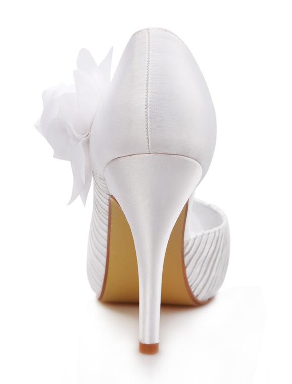 Zapatos blancos de novia de seda sintética con flor de estilo gastado fKUXPHFcvz