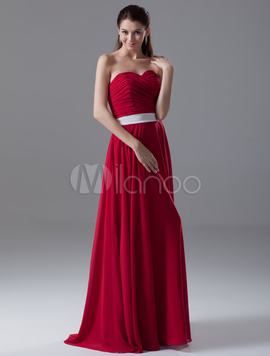 design di qualità moda firmata piuttosto bella Vestito da damigella d'onore rosso in chiffon attillato con scollo a cuore  con cintura a terra