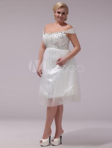 vestido corto de novia de tul de color marfil con hombro caído