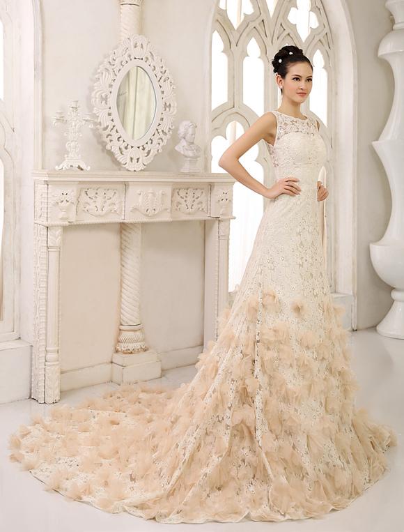 Brautkleid aus Spitze mit Kapelle-Schleppe in Champagnerfarbe ...