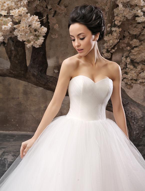 28cf3188c9 Vestido de noiva tomara-que-caia princesa decote coração em tule ...