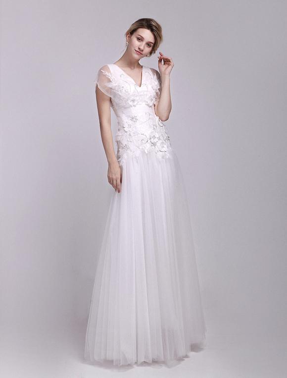 vestido de novia de tul blanco con escote en v con manga mariposa