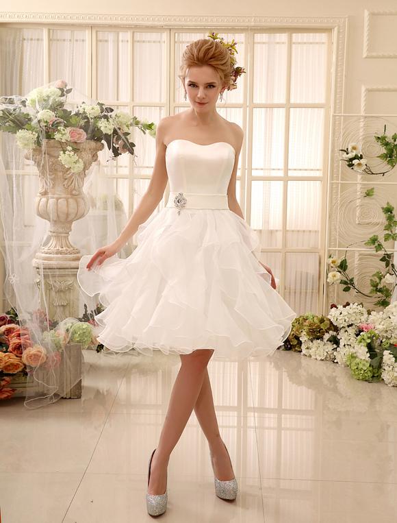 bdb32fa3b68 ... Короткое свадебное платье без бретелек многоуровневое свадебное платье  Милая декольте атласное платье длиной до колена свадебное ...