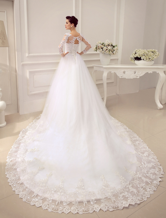 vestido de novia princesa 2019 con cola catedral con escote redondo