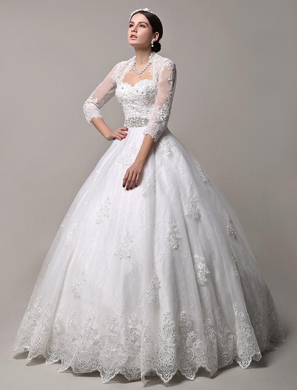 vestido de novia princesa con cola con escote en corazón sin mangas