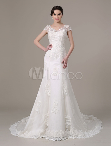 2019 Vintage Lace Bridal Dress With Cap Sleeves And Tiered Train