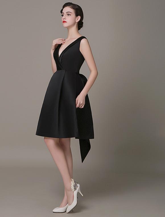 new style 62336 b78fd Tiefem Schwarz Cocktailkleid Plissee Bogen Gürtel Marone kleine Schwarzes  Kleid