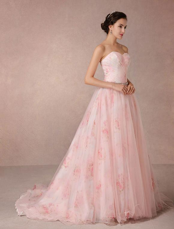 vestido de novia rosa de línea a con cola sin tirantes con escote