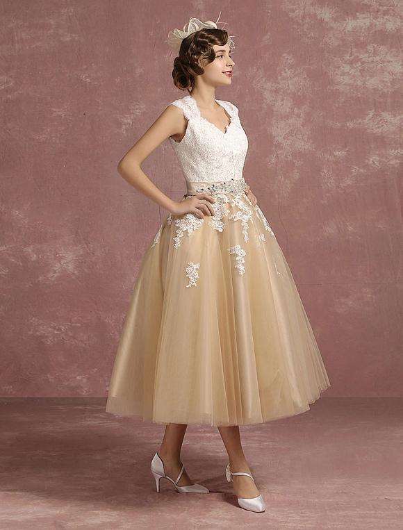 Robe de mari e vintage courte en dentelle champagne for Robe de mariage en trou de serrure lazaro