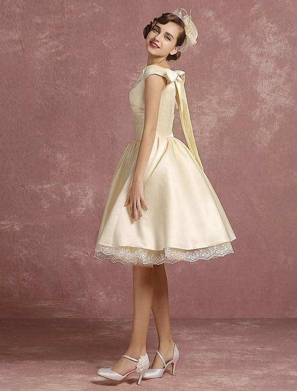 89aeed7b4dd ... Robe de mariée vintage courte Satin princesse genou longueur en dentelle  sans manches bord plissé avec ...