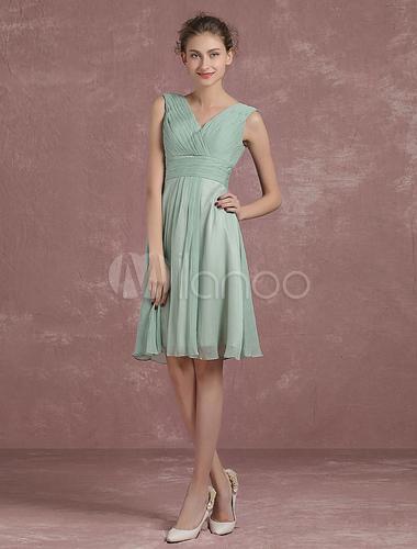 sage vert robe de demoiselle d 39 honneur longueur au genou. Black Bedroom Furniture Sets. Home Design Ideas