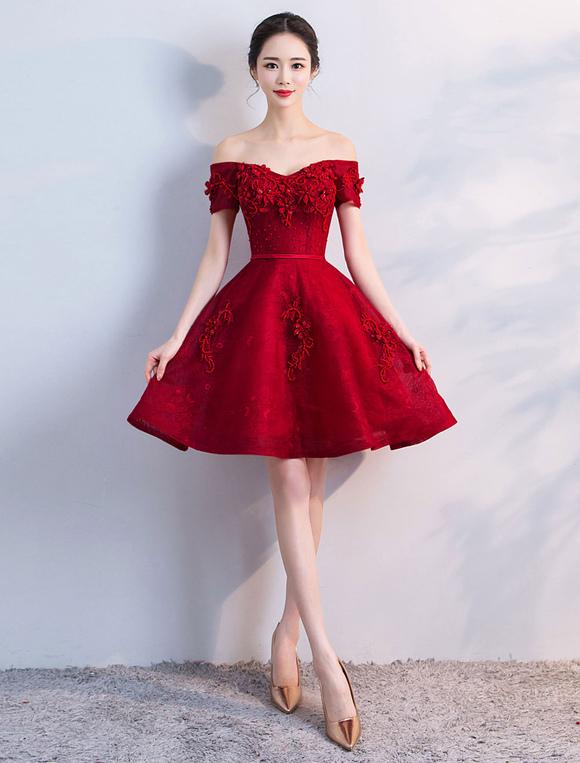 d1f0aac3aa ... Vestidos Cortos de Graduación 2019 Borgoña con Hombros Graduation  Vestido mini de una línea decorativa- ...