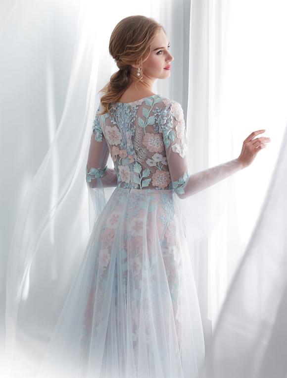 robes de mari e color es robe de mari e manches longues en dentelle bleue b b avec train. Black Bedroom Furniture Sets. Home Design Ideas