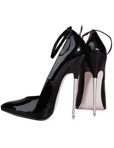 Zapatos negros de punta  de tacón stiletto