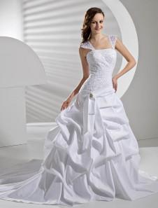 Свадебное платье бальное на бретельках со шлейфом из атласа