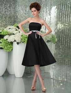 Vestido de damas de color negro de satén de línea A sin tirantes de cola larga