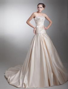 Vestido de novia de color champán de tafetán con escote de corazón de cola larga