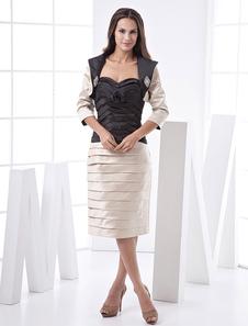 Vestido de damas de honor de color champaña de satén ajustado sin tirantes y con escote de corazón hasta la rodilla