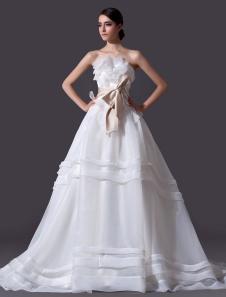 Vestido de novia de organza de color marfil de cola larga de estilo clásico