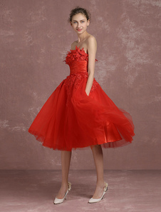 Vestido moderno de cóctel rojo con escote palabra de honor sin mangas de encaje