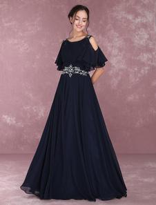 Vestido de noche de color azul marino oscuro con manga corta con escote de hombros caídos con cuentas