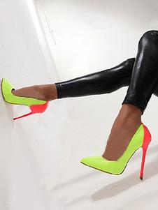 Высокие каблуки на пятках с пятками на ногах