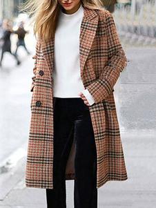 abrigo mujer color camel de cuello vuelto de mezclada de lana con dibujo de cuadros con manga larga con bolsillos