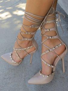 Женские туфли на высоком каблуке с заостренным носком и заклепками на шнуровке