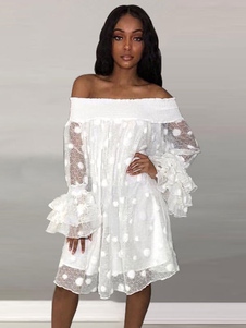 Vestido largo holgado de tul de encaje blanco con hombros descubiertos