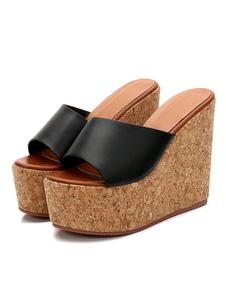 As sandálias pretas das mulheres dos deslizadores abrem as sandálias sem costas da sandália do dedo do pé