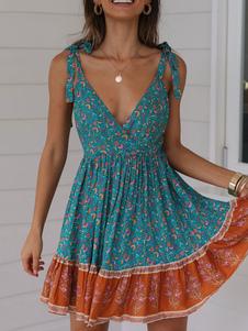 Vestido boho de verano con estampado floral de mujer acampanado