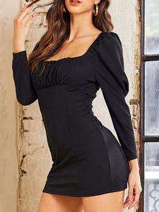 Mini vestido preto mangas compridas decote quadrado vestido curto