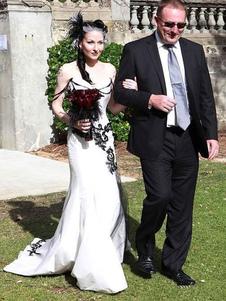 Abiti da sposa gotici Catene senza maniche a sirena Abito da sposa gotico in taffettà con strascico