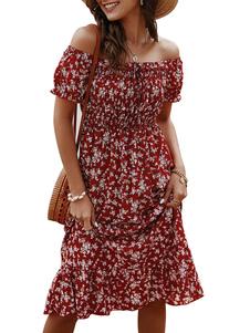 Летнее платье с цветочным принтом и открытыми плечами